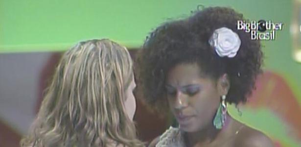 Paula e Janaína têm uma conversa séria na madrugada desta quarta-feira (24/2/11)