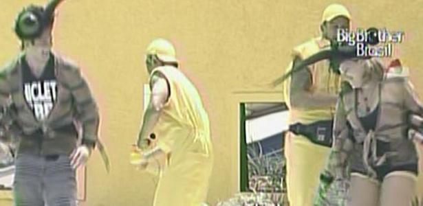 Diogo, Mauricio, Paula e Wesley cumprem castigo do monstro (25/2/11)