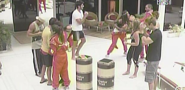 Janaina dá castigo do monstro para Diogo, Mauricio, Paula e Wesley (25/2/11)