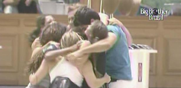 Jaqueline, Maria, Paula, Rodrigão, Talula e Wesley comemoram vitória na prova da comida (27/2/11)