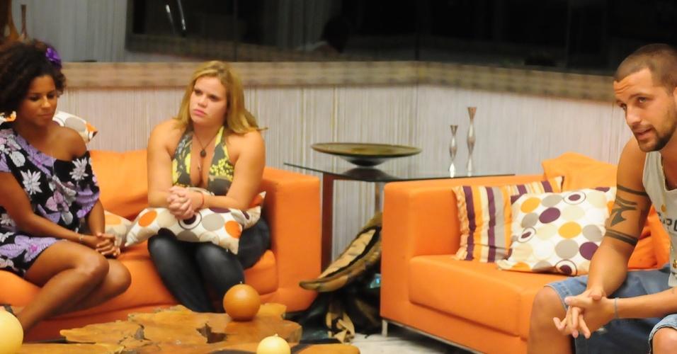 Janaina descobre que irá enfrentar Diogo e Paula no paredão (27/2/11)