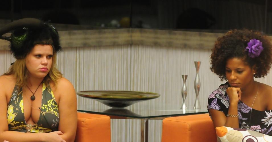Janaina e Paula ficam tensas após saber que irão se enfrentar no paredão (27/2/11)