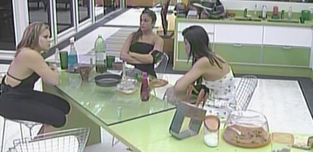 Paula, Maria e Talula conversam sobre a indicação de Daniel e a eliminação de Diogo (1/3/11)