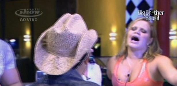 Paulinha é a mais animada com o show de Zezé di Camargo & Luciano (2/3/11)
