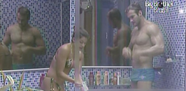 Maria e Wesley tomam banho juntos na casa de luxo (3/3/11)