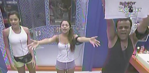 Talula, Maria se contagiam com alegria de Daniel e dançam a música