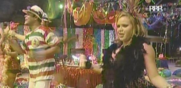 Dani e Paula curtem festa de Carnaval no BBB11 (6/3/11)