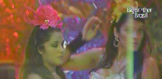 Maria conta para Talula que fora que levou de Mau Mau a deixou bloqueada (6/3/11)