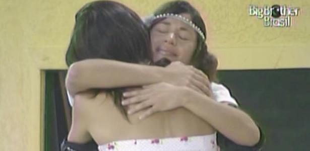 Maria abraça sua amiga Talula e chora (8/3/11)