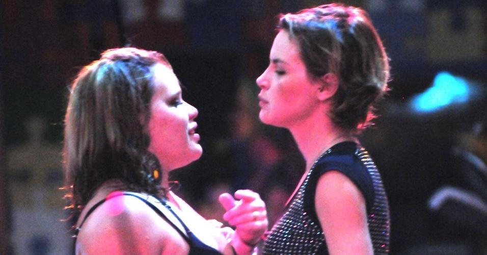 Paula e Diana conversam na festa Dance Vibe e a roraimense pede um voto de confiança à produtora de moda (9/3/11)