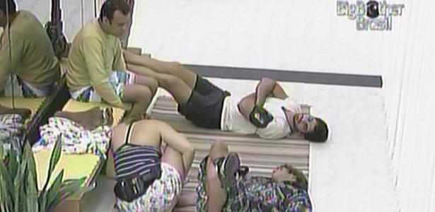 Rodrigão, Mauricio, Daniel e Paula conversam na casa a (11/3/11)