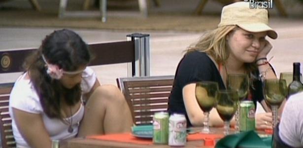 Paula, Maria e Jaqueline conversam sobre os órgãos sexuais dos