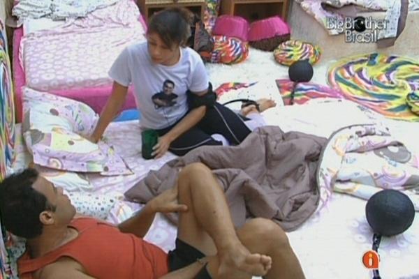 Maria diz a Daniel que não aguenta mais ser julgada pelas coisas que faz na casa (13/3/11)