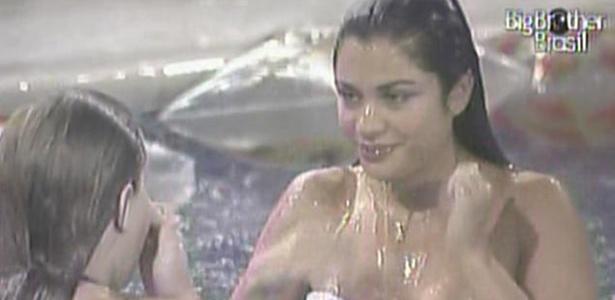 Mesmo com chuva forte, Paula e Maria se divertem na piscina do confinamento (15/3/11)