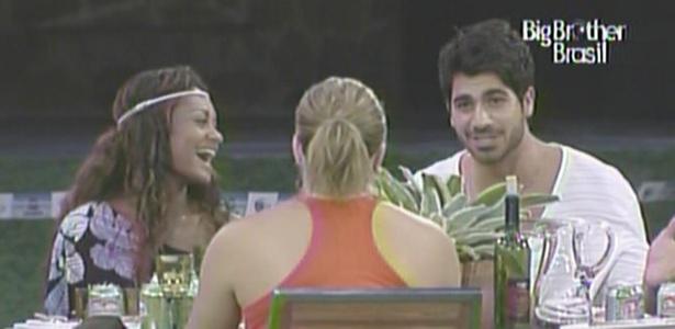 Rodrigão conversa com Paula, Jaqueline e Wesley na madrugada desta terça-feira (15/3/11)
