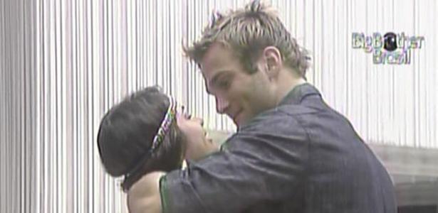 Wesley abraça Maria e diz que adora quando a
