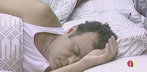 Daniel e Maria voltam a dormir no quarto do líder (17/3/11)