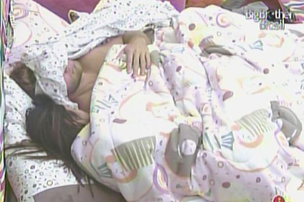 Após o café da manhã, Maria e Wesley dormem juntos (19/3/11)