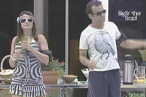 Daniel e Maria aproveitam o café da manhã especial deste sábado (19/3/11)