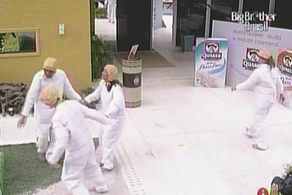 Daniel, Diana e Maria comemoram a vitória na prova da comida (20/3/11)