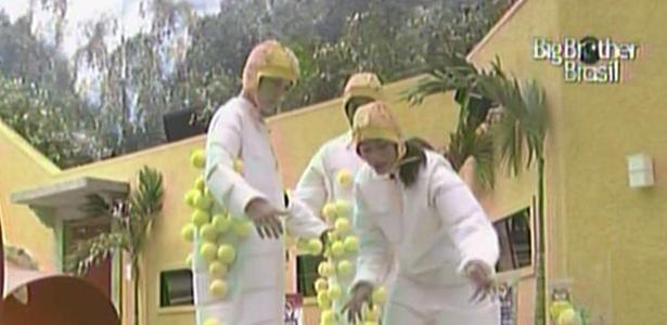 Daniel, Diana e Maria contabilizam as bolinhas durante a prova da comida deste domingo (20/3/11)