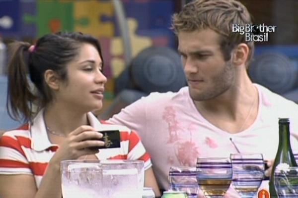 Maria e Wesley bebem saquê juntos e elogiam comida japonesa do almoço especial (20/3/11)