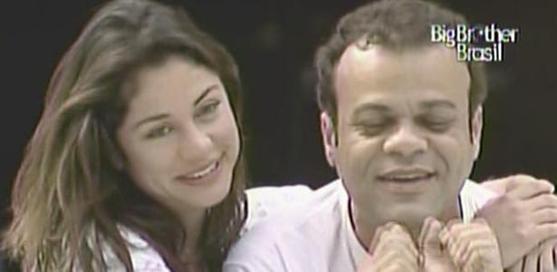 Daniel acorda feliz e ganha um abraço de Maria, após se salvar do paredão (23/3/11)