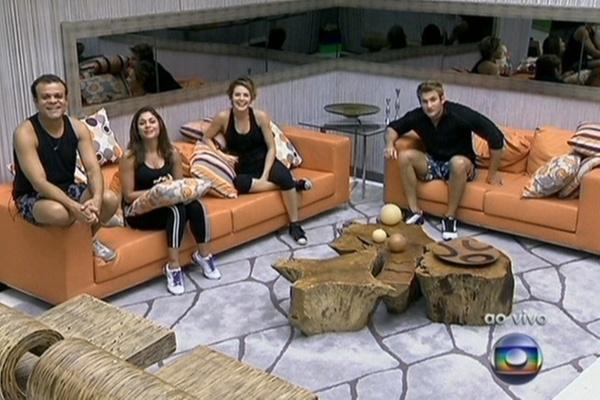 Daniel, Maria, Diana e Wesley recebem os cumprimentos de Pedro Bial que os chama de heróis (24/3/11)