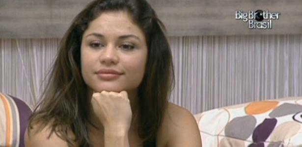Pronta para prova do líder, Maria já aguarda na sala ao lado de Daniel (24/3/11)