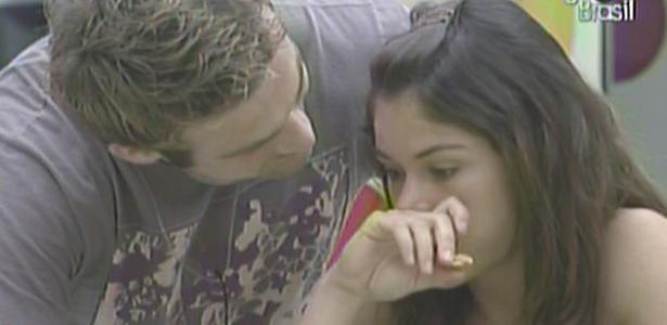 Maria ganha carinho de Wesley e diz que dormiu bastante para ficar pronta para a prova de hoje (25/3/11)