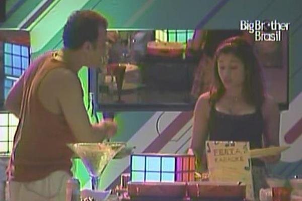 Daniel discute com maria por causa de karaokê e xinga a atriz (27/3/11)