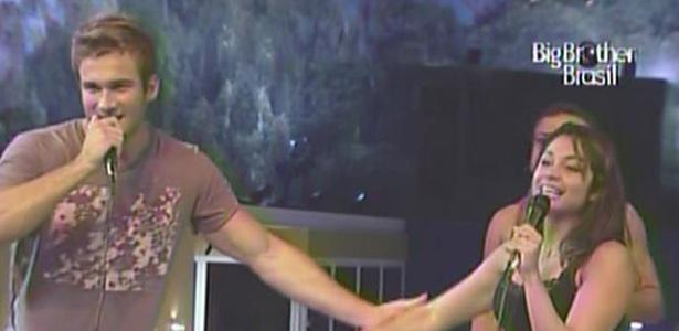 O casal Wesley e Maria finalmente cantam uma música juntos (27/3/11)