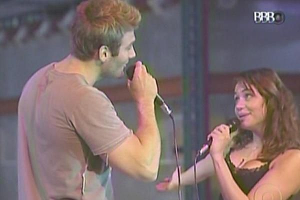 Wesley canta música de Roberto Carlos em parceria com Maria (27/3/11)