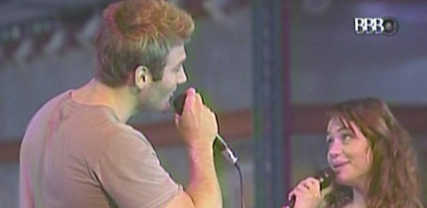 Wesley canta msica de Roberto Carlos em parceria com Maria (27/3/11)