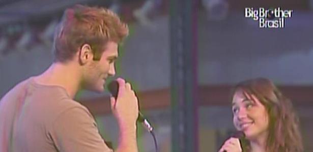 Wesley e Maria cantam
