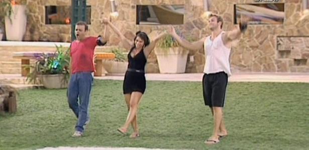 Dani, Maria e Wesley ouvem