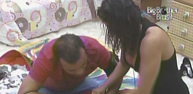 Daniel ajuda Maria a fechar a mala no quarto Jujuba (29/3/11)