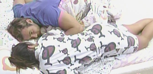 Maria e Wesley ficam namorando na cama depois do caf da manh (29/3/11)