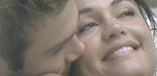 Maria ganha beijo de Wesley na banheira da casa (29/3/11)