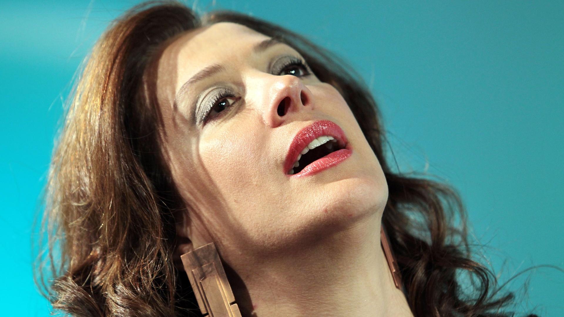 Claudia Raia participa do UOL Vê TV (02)