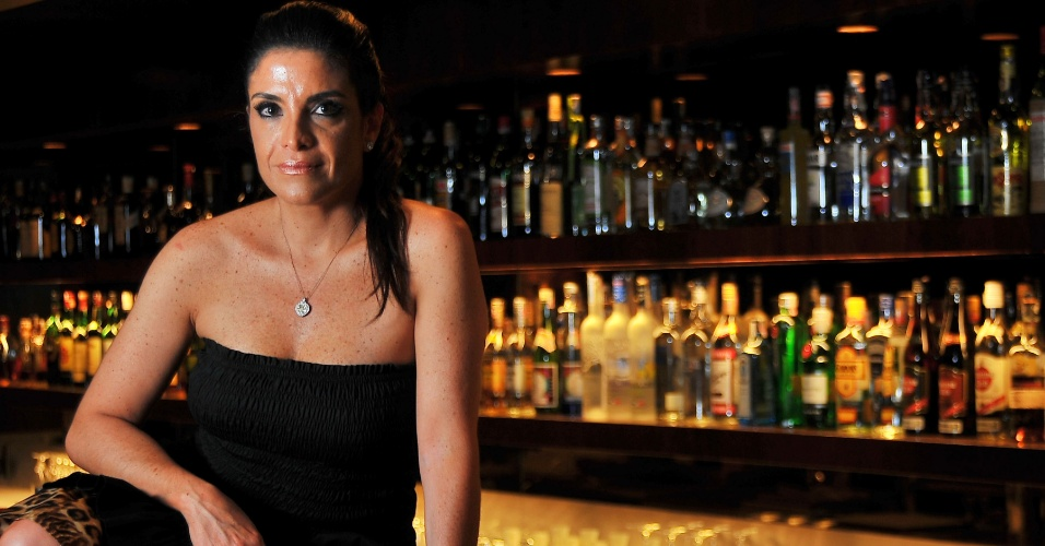 A socialite Lydia Sayeg dá entrevista no restaurante Rodeio do shopping Iguatemi (24/01/2012)