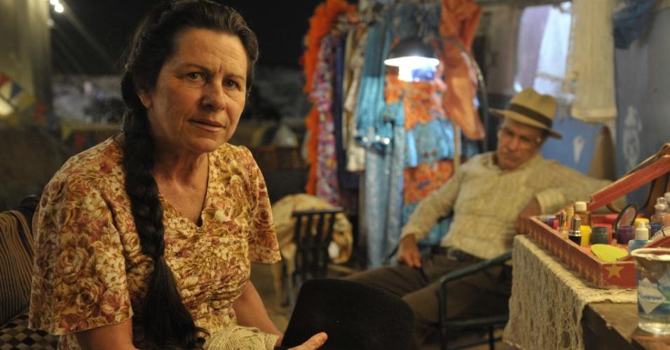 """Denise Weinberg e Osmar Prado vivem Angélica e Virgílo, pais de Carlos (Gabriel Braga Nunes) em """"Amor Eterno Amor"""""""