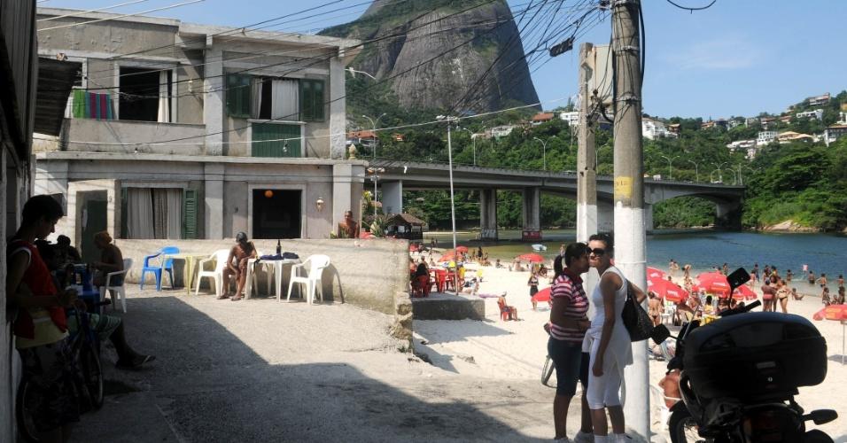 """A """"casa da Griselda"""" se tornou um ponto turístico, fãs e curiosos vão ao local para tirar fotografias"""
