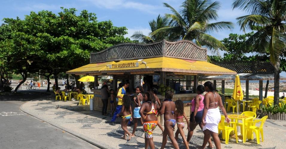 """Bar da Tia Augusta, um dos bares que fazem sucesso no Quebra-Mar, local onde fica a casa da personagem Griselda de """"Fina Estampa"""""""