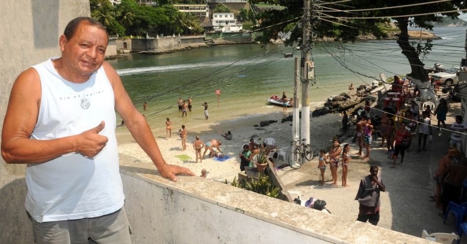 O comerciante José Gabriel vive há 25 anos no Quebra-Mar e comanda o Bar da Baiana
