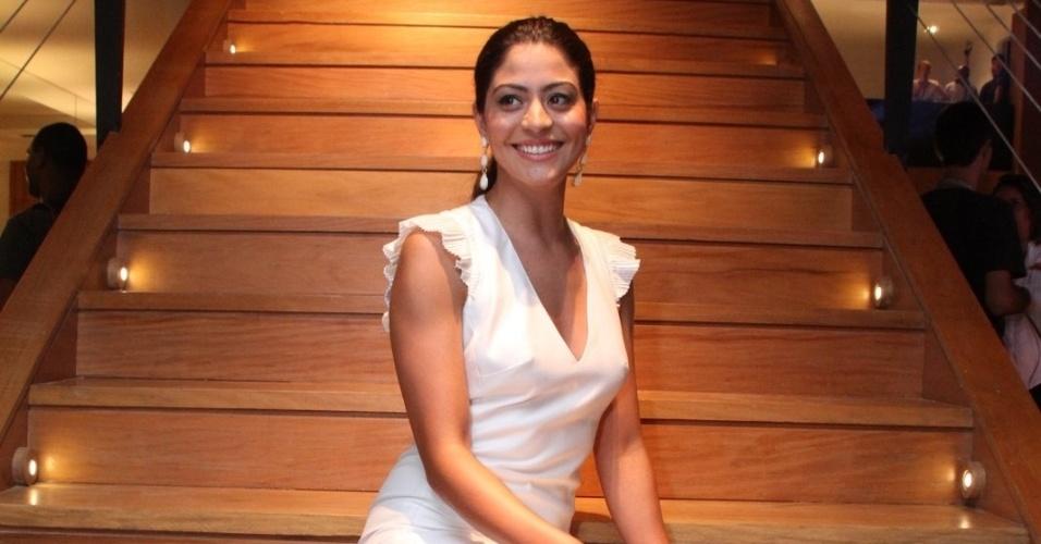 """Carol Castro posa para fotos em apresentação para a imprensa da novela """"Amor Eterno Amor"""", no Rio de Janeiro. Na novela, a atriz interpretará Jacira (14/2/12)"""