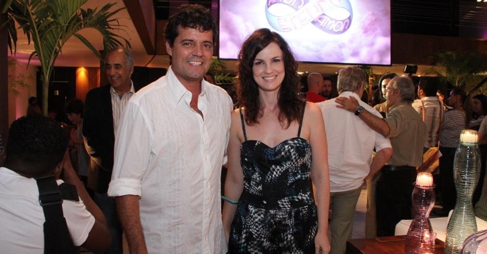 """Felipe Camargo e Carolina Kasting em apresentação para a imprensa da novela """"Amor Eterno Amor"""", no Rio de Janeiro (14/2/12)"""