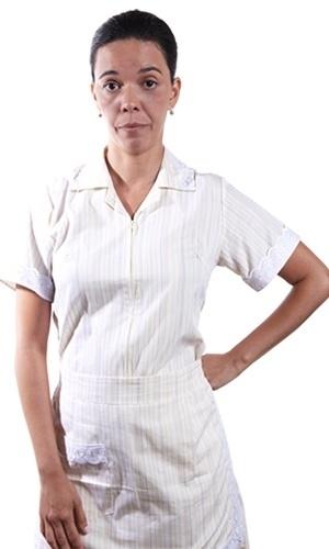 Flavia Reis é Divina. Empregada da família de Melissa (Cássia Kiss), tem um filho, Júnior, que mora com o pai