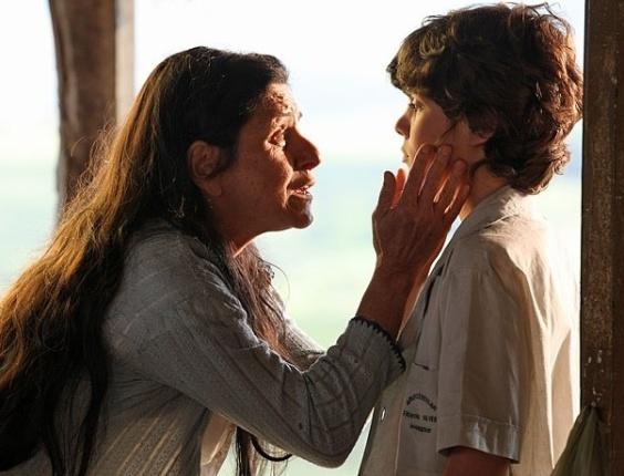 A mãe de Carlos (Caio Manhente), Angélica fala com o menino, acreditando que ele teria um bom futuro. No ar dia 5/3/12
