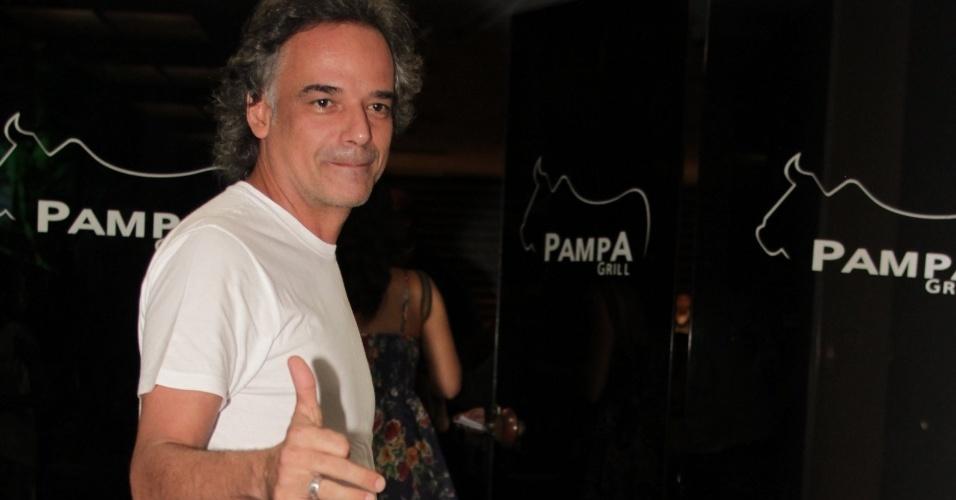 """Ângelo Antônio, que interpreta Marcos, chega para ver último capítulo de """"A Vida da Gente"""" (2/3/12)"""